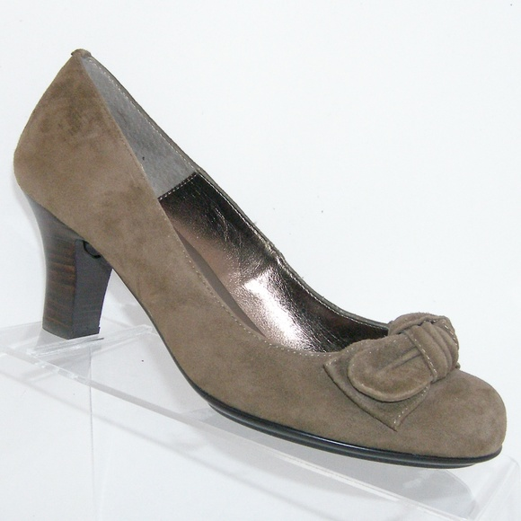 143f67a593e ... taupe suede round toe bow heel 8M. M 5b6d2f18d6dc528ed376a507
